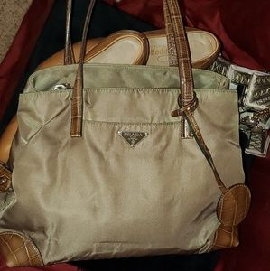 Auth. Prada handbag w/Pappagallo heels sz 8.5